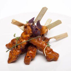 Yakitoris de poulet caramélisés 25g, sauce soja 240p